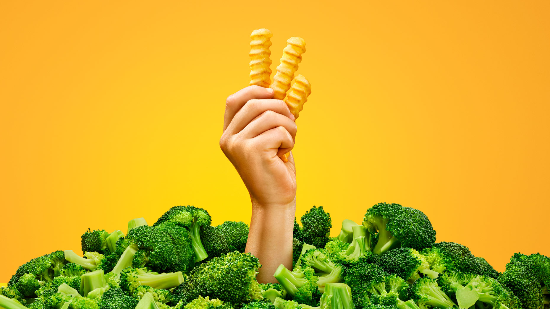 samkaplan_oreida_shot_03_fry_hand_broccoli_final_crop